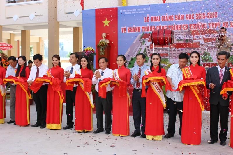 Lễ khai giảng ở ngôi trường chỉ toàn học sinh lớp 10 - ảnh 1