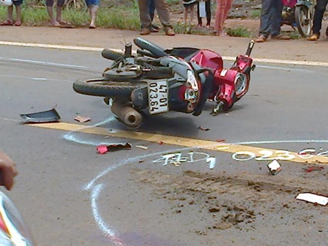 Xe máy kẹp ba vượt xe buýt, cô gái 19 tuổi tử nạn - ảnh 3