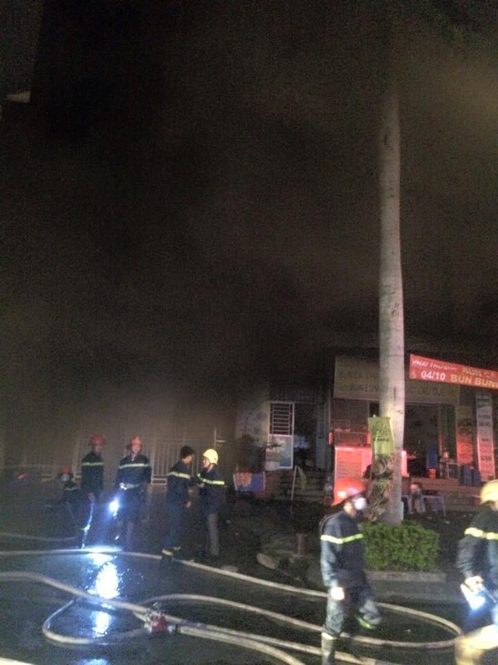 Cháy lớn tại khu đô thị, nhiều người vẫn đang mắc kẹt  - ảnh 2