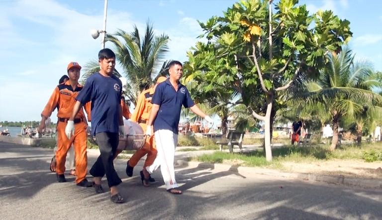 Tung hơn 100 người tìm kiếm nạn nhân vụ chìm tàu Hoàng Phúc 18 - ảnh 2