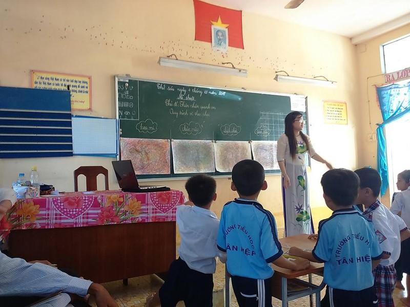 Nóng: Địa phương xin lỗi cô giáo chê cầu sập trên Facebook - ảnh 2