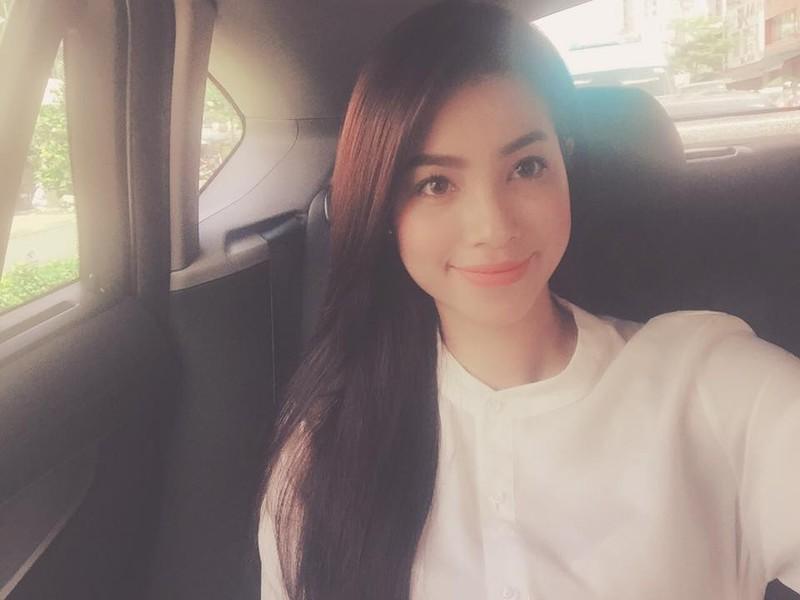 Góc mặt quen thuộc Phạm Hương thường chọn khi chụp ảnh selfie.Phạm Hương được xem là một trong những hoa hậu có gương mặt mộc đẹp.