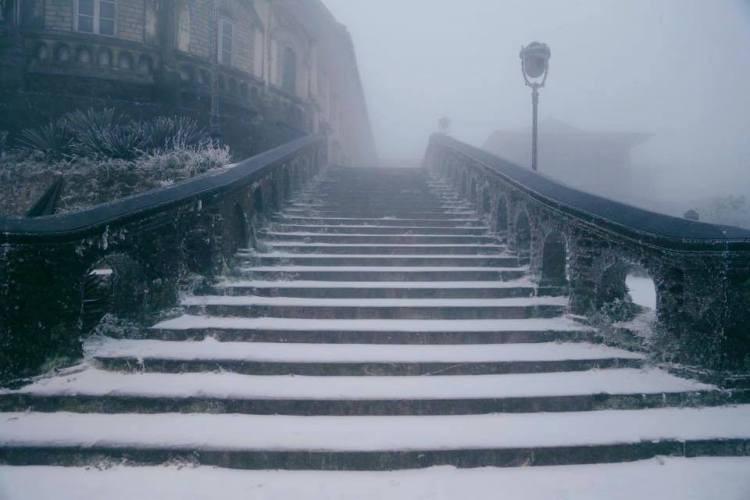 Nhiều nơi ở miền Bắc chìm trong băng tuyết lịch sử âm 6-8 độ C - ảnh 2