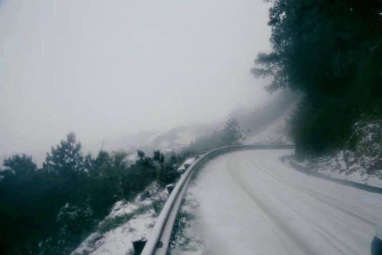 Nhiều nơi ở miền Bắc chìm trong băng tuyết lịch sử âm 6-8 độ C - ảnh 3