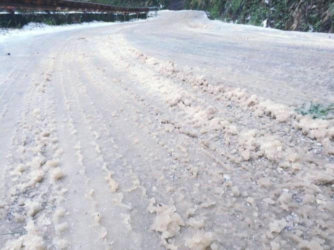 Nhiều nơi ở miền Bắc chìm trong băng tuyết lịch sử âm 6-8 độ C - ảnh 6