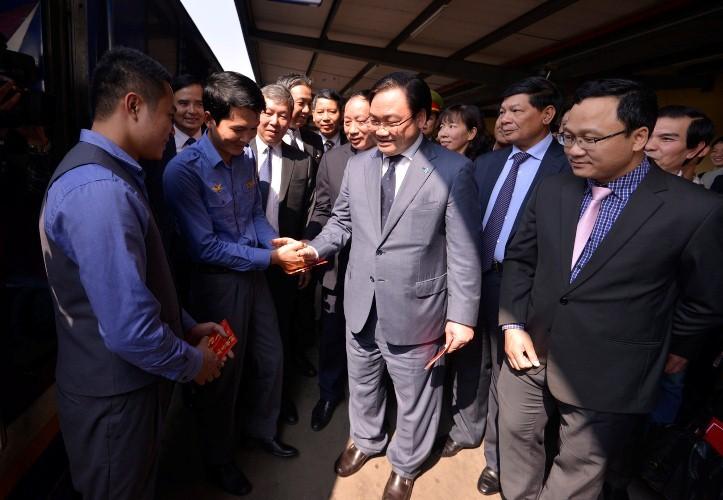 Tân Bí thư Hà Nội kiểm tra nhà ga, bến xe phục vụ dân trở lại sau Tết - ảnh 2