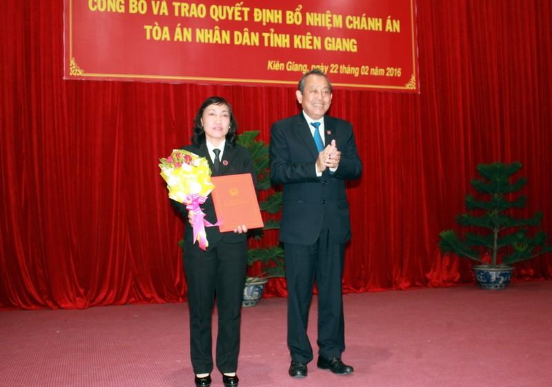 Trao quyết định bổ nhiệm chánh án TAND tỉnh Kiên Giang - ảnh 1
