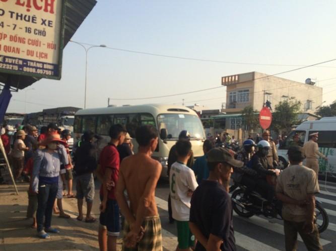 Xe tải bay qua đường, cặp vợ chồng thoát chết hi hữu - ảnh 4