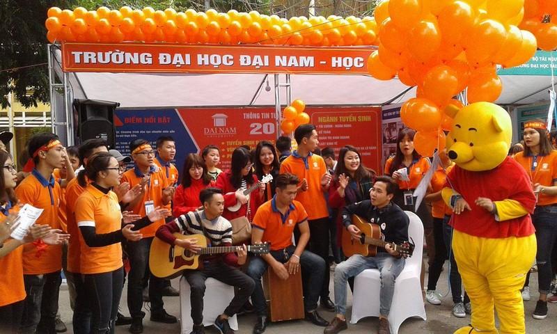 Khởi động ngày hội tư vấn tuyển sinh - hướng nghiệp tại Hà Nội - ảnh 1