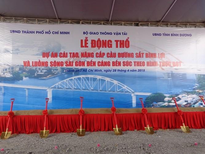 Cầu đường sắt Bình Lợi mới nằm 'im ru' sau một năm động thổ - ảnh 1