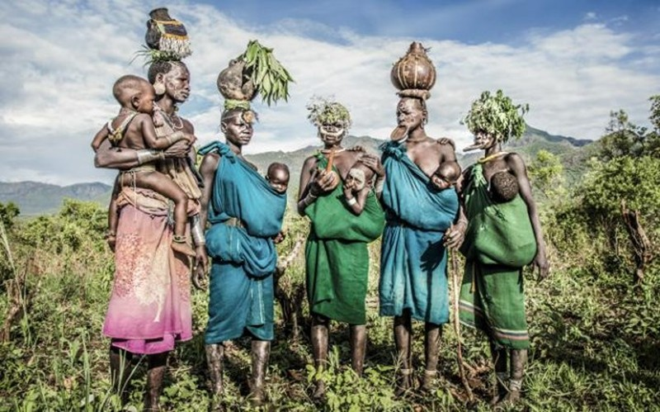 Kỳ lạ phong tục xẻ môi để lồng đĩa của bộ tộc ở Ethiopia - ảnh 2