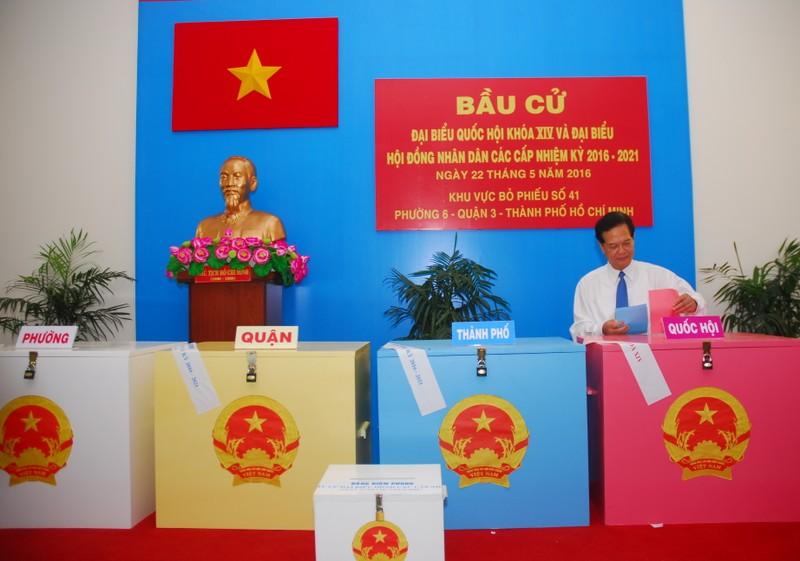 Ông Trương Tấn Sang, ông Nguyễn Tấn Dũng đi bầu cử ở TP.HCM - ảnh 5