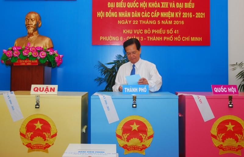Ông Trương Tấn Sang, ông Nguyễn Tấn Dũng đi bầu cử ở TP.HCM - ảnh 6