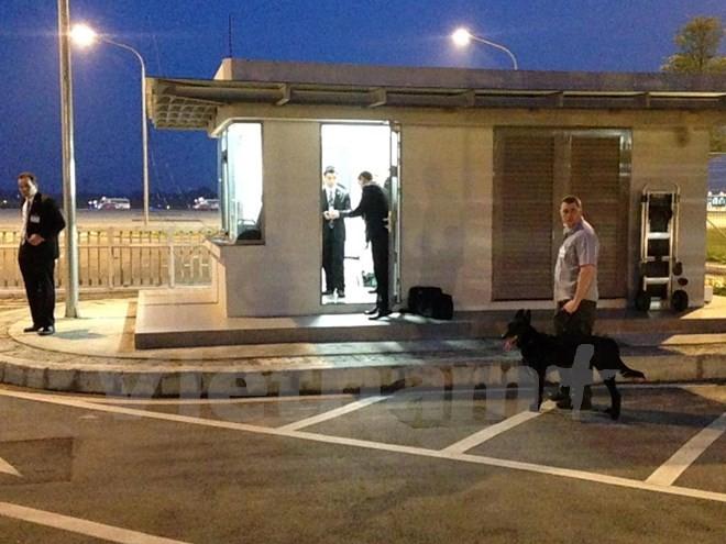 Chuyên cơ chở Tổng thống Obama đã đáp xuống sân bay Nội Bài - ảnh 12