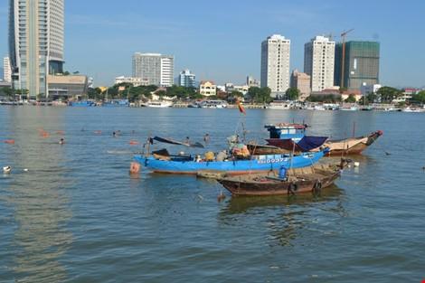 Vụ chìm tàu trên sông Hàn: Mở rộng tìm kiếm các nạn nhân về phía biển - ảnh 1