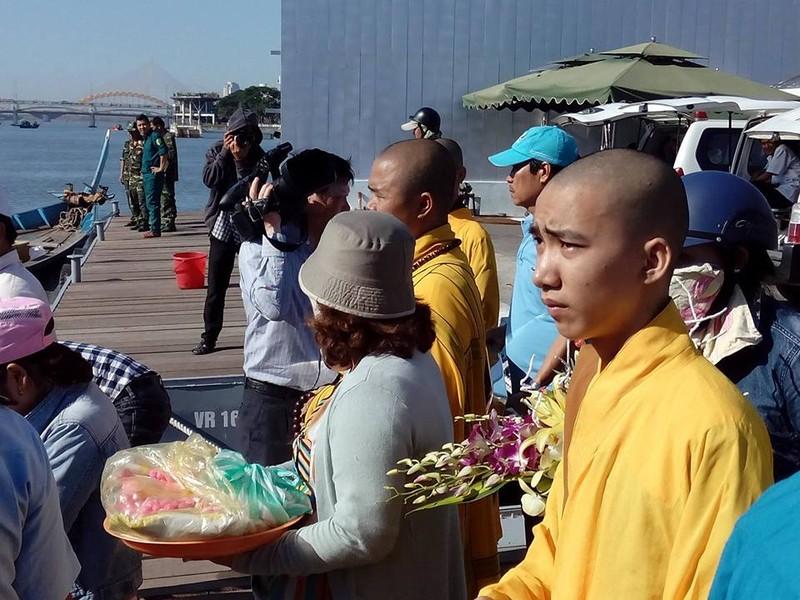 Sáng nay, khẩn cấp tìm kiếm 3 nạn nhân mất tích trong vụ chìm tàu du lịch - ảnh 4