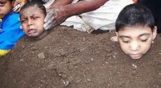 Hơn 100 em bé bị 'chôn sống' để làm vật hiến tế  - ảnh 3