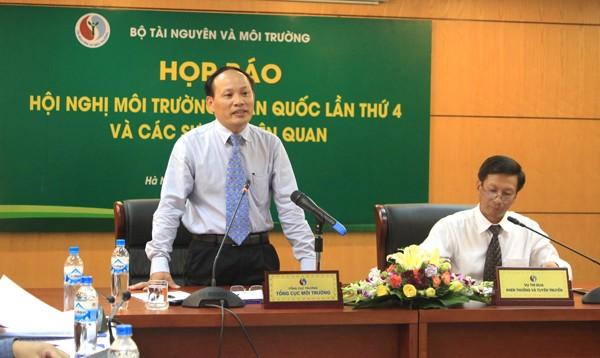Ông Nguyễn Văn Tài - Tổng cục trưởng Tổng cục Môi trường trả lời tại một cuộc họp báo của Bộ Tài nguyên và Môi trường.