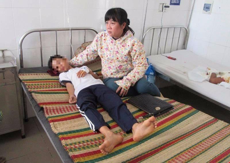 Mẹ bị điện giật, 2 cháu mồ côi được nhận lo ăn học - ảnh 1