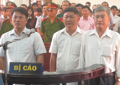 Đồng Nai: Giám đốc và hai cán bộ xã hầu tòa vì phân lô, bán nền  - ảnh 1
