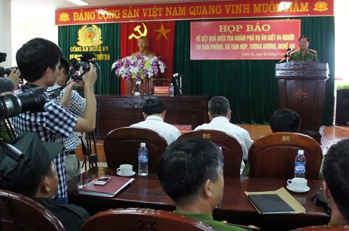 Họp báo vụ thảm sát ở Nghệ An: Nghi can khóc khi nghe về gia đình - ảnh 2