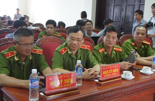 Họp báo vụ thảm sát ở Nghệ An: Nghi can khóc khi nghe về gia đình - ảnh 1
