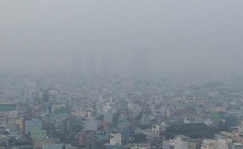 Sương mù bảng lảng ở Sài Gòn - ảnh 1