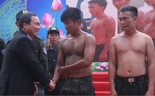 Xem cảnh sát cơ động Bình Dương trình diễn võ thuật - ảnh 8