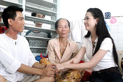 Phan Thị Mơ 'tiếp sức' cho người cha bệnh tim nuôi con bệnh ung thư - ảnh 2