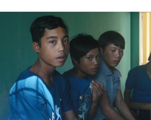 Làm việc nặng, ba thanh thiếu niên trốn khỏi rừng - ảnh 1