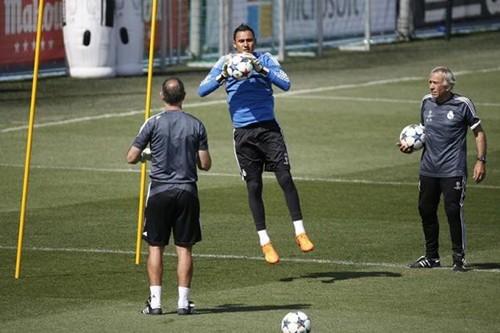 Thủ thành Real Madrid: kẻ tính đào tẩu thành kỷ lục gia - ảnh 2