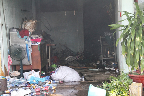 Cháy rụi dãy ki ốt ở Bến Bình Đông, một cô gái tử vong - ảnh 3