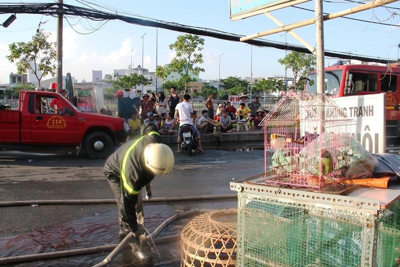 Cháy rụi dãy ki ốt ở Bến Bình Đông, một cô gái tử vong - ảnh 6