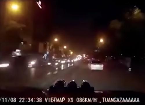 Có dấu hiệu gây rối trong vụ taxi đâm người trên cầu Bộc - ảnh 1