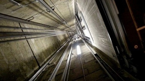 Tựa cửa thang máy, nam sinh viên rơi từ lầu 6 tử vong - ảnh 1