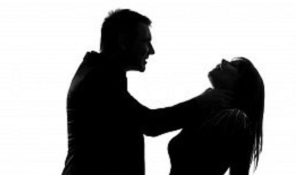 Rút dao đâm chết vợ trước sân tòa - ảnh 1