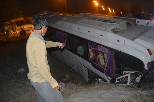 36 nhân viên Hồ Tràm Trip bị nạn trên chiếc xe lật nhào - ảnh 2