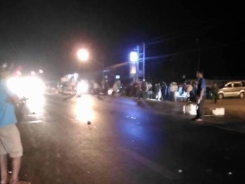4 xe máy tông nhau, 2 người tử vong tại chỗ - ảnh 1