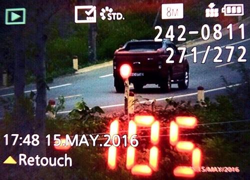 Truy tìm người húc văng xe cảnh sát giao thông - ảnh 1