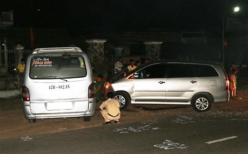 Ô tô khách đối đầu xe 7 chỗ, 5 người bị thương - ảnh 1