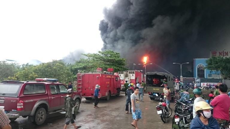 Cháy lớn tại Công ty Nệm Vạn Thành - ảnh 4