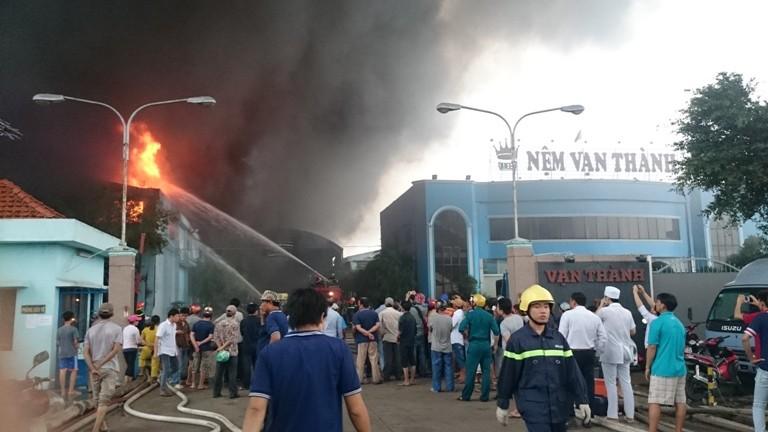 Cháy lớn tại Công ty Nệm Vạn Thành - ảnh 5