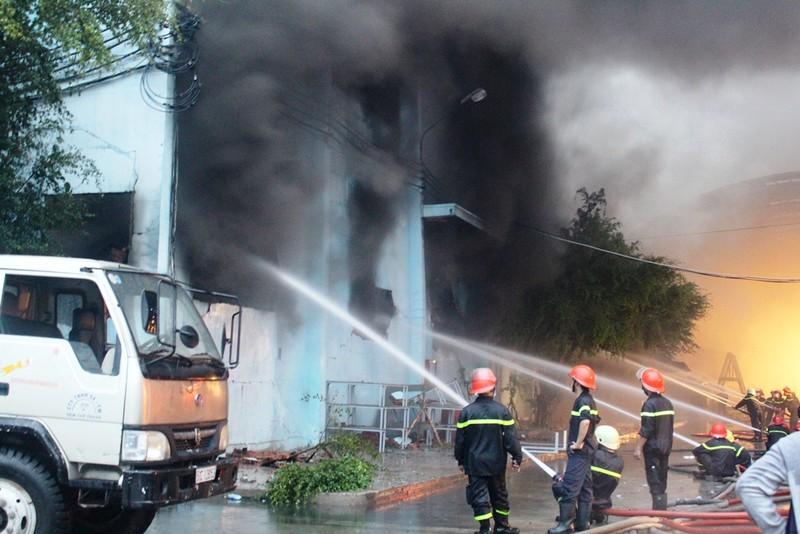 Cháy lớn tại Công ty Nệm Vạn Thành - ảnh 7