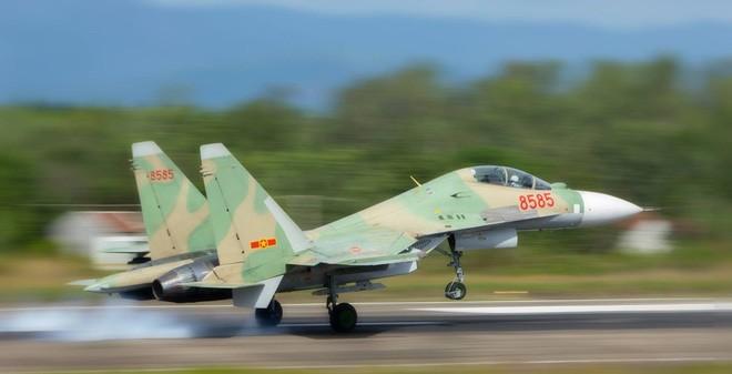 TRỰC TIẾP: Tiêm kích Su-30MK2 của Không quân Việt Nam gặp sự cố