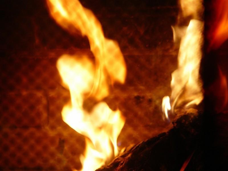 Mua xăng đốt khách sạn vì bị người tình 'bỏ rơi' - ảnh 1