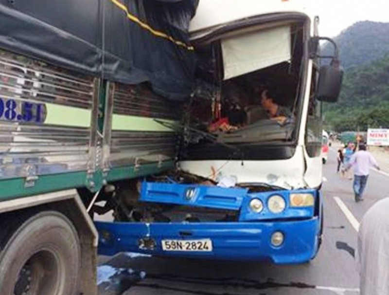 Tạm giữ xe khách được cứu trên đèo Bảo Lộc để điều tra - ảnh 1