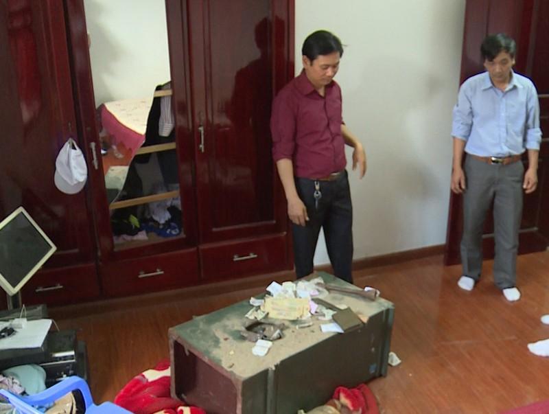 Trộm để bút tích 'không tiền cũng bày đặt mua két sắt' - ảnh 1