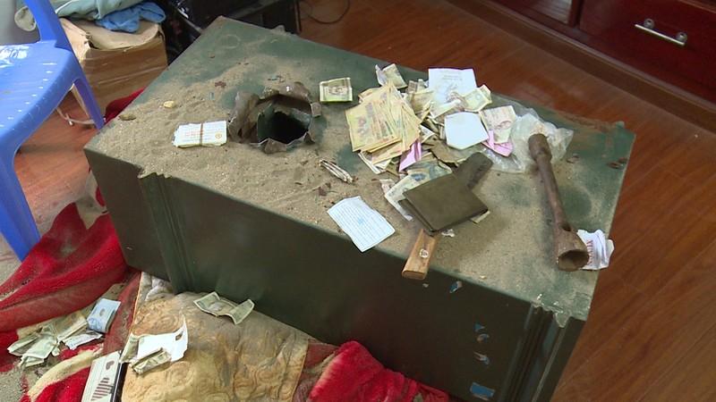 Trộm để bút tích 'không tiền cũng bày đặt mua két sắt' - ảnh 2