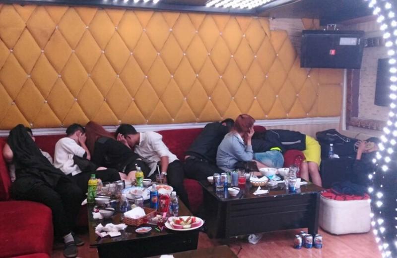 Hàng chục thanh niên phê ma túy trong nhà hàng Sài Gòn - ảnh 3