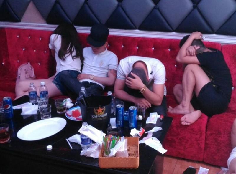 Hàng chục thanh niên phê ma túy trong nhà hàng Sài Gòn - ảnh 4